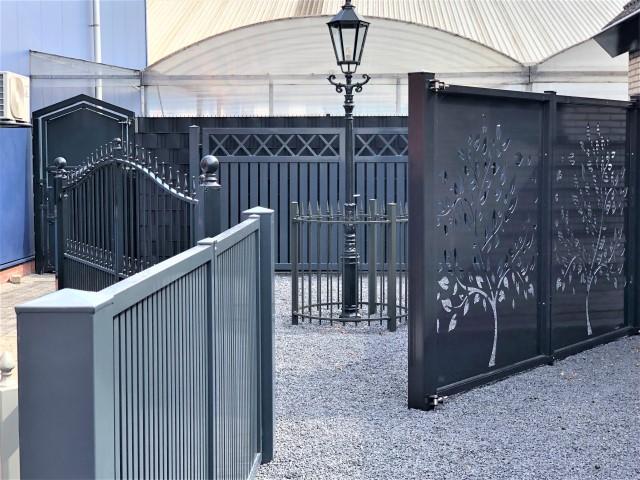 sierhekwerk showtuin met poorten en hekwerken